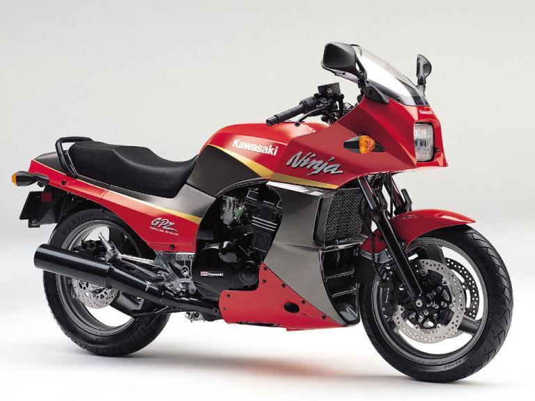 Kawasaki-GPZ-900R-Red-1-LUWAPAKIK8-1024x768